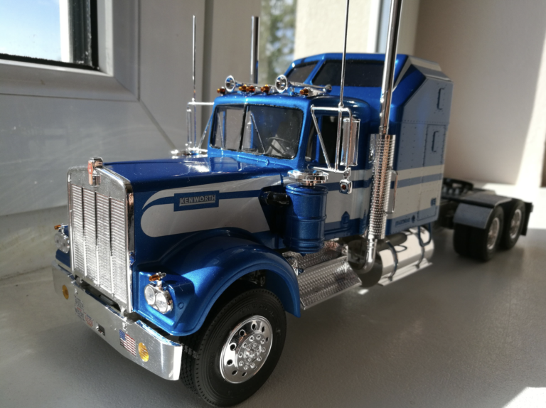Revell Kenworth W900 Model Kit