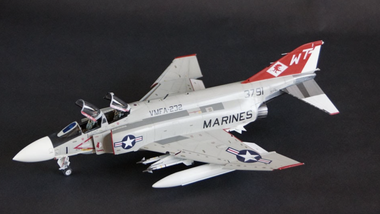 Zoukei-Mura F-4J Phantom II Marines Airplane Model Kit